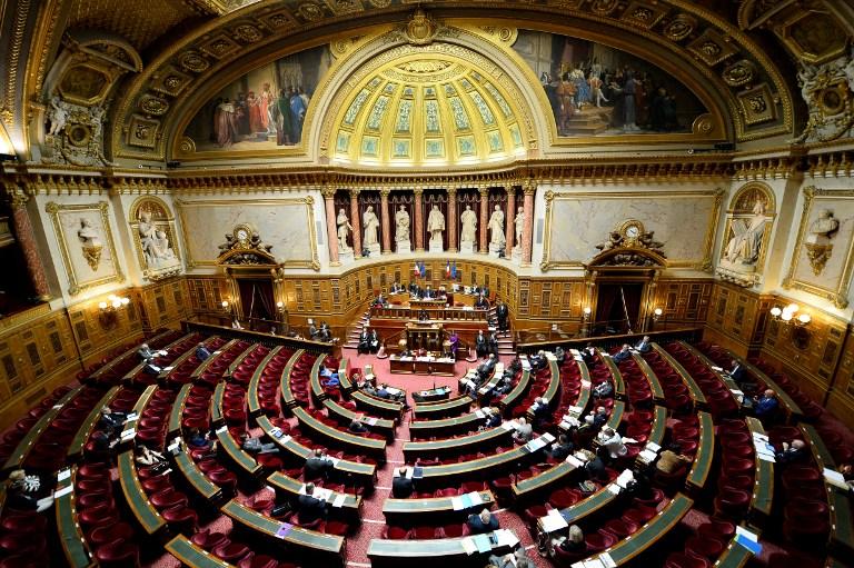 Au Sénat, le casier vierge pour être élu sort du placard