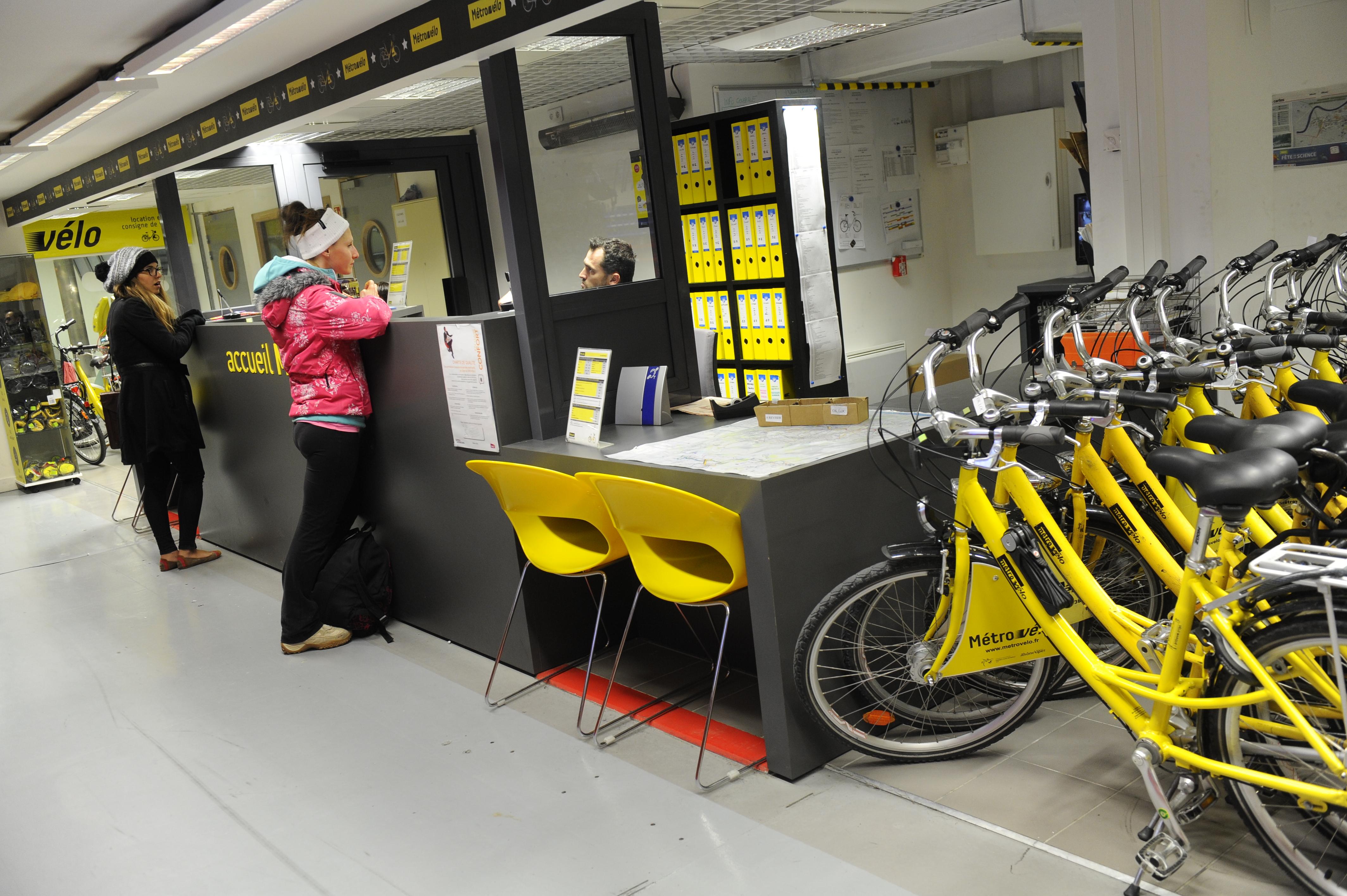 Vélos électriques à Grenoble: des élus écolos ont-ils tenté de truquer un marché public?
