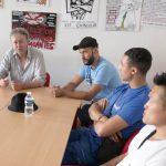 Le permanent du syndicat Solidaires Frédéric Leschiera avec Mohamed Kebir, Billal Tahallaiti et Frédéric Do, salariés de Cogepart, au local syndical Solidaires Rhône à Lyon © Tim Douet