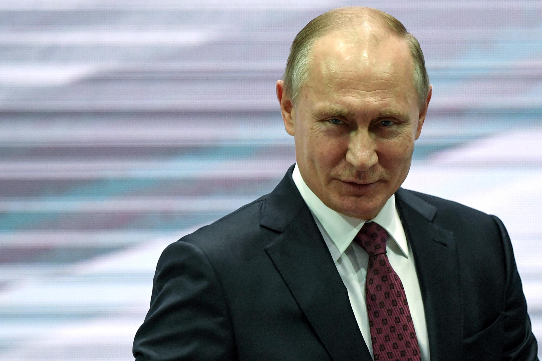 Poutine a trouvé mieux que les notices rouges pour faire d'Interpol son joujou